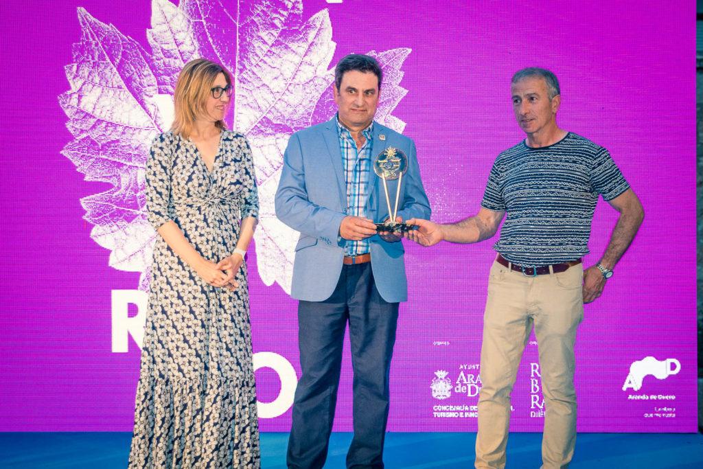 Recogiendo el Premio Envero de Honor 2018  entregado in memoriam a Ismael Arroyo.